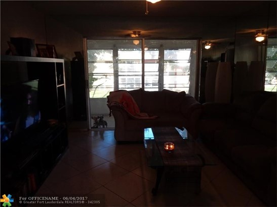 Condo/Townhouse - Margate, FL (photo 2)