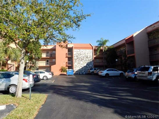 3190 Holiday Springs Blvd, Margate, FL - USA (photo 1)