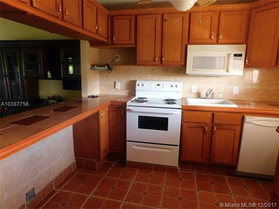 3190 Holiday Springs Blvd, Margate, FL - USA (photo 3)