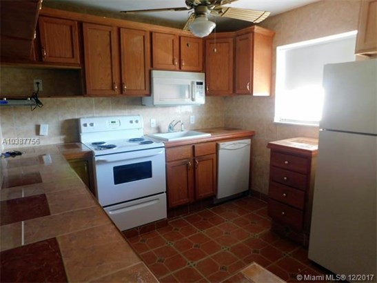 3190 Holiday Springs Blvd, Margate, FL - USA (photo 4)