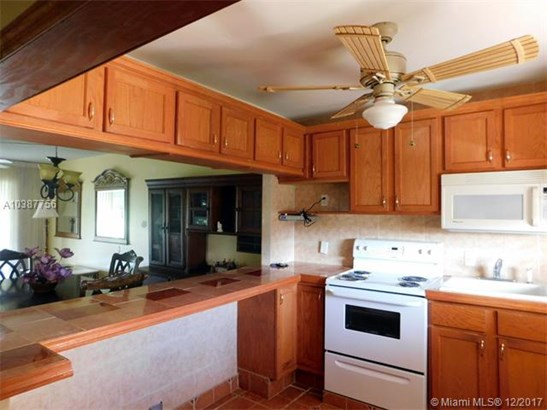 3190 Holiday Springs Blvd, Margate, FL - USA (photo 5)