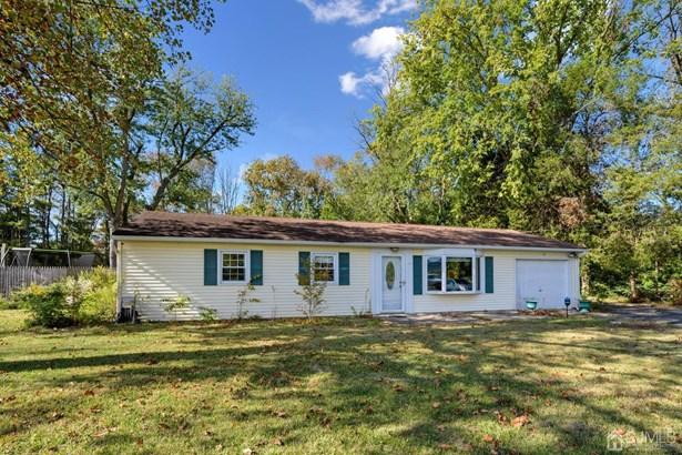 Single Family Residence, Ranch - South Brunswick, NJ