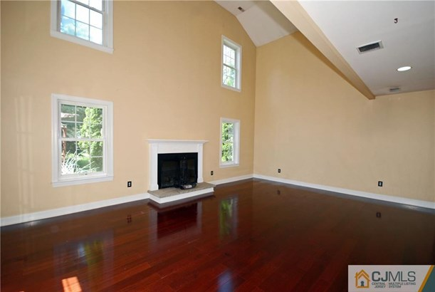 Single Family Residence, Colonial - Lawrence, NJ