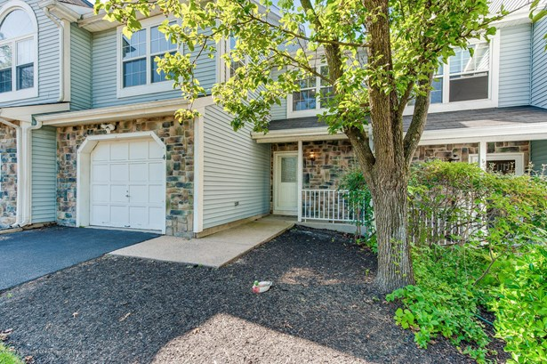 2 Story,Attached,Townhouse, Condominium,Townhouse - Tinton Falls, NJ