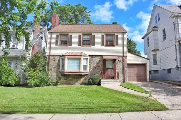 Single Family Residence, Colonial - New Brunswick, NJ