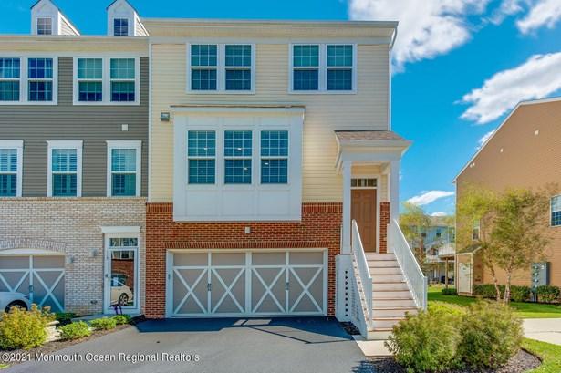 End Unit, Condominium,Townhouse - Eatontown, NJ