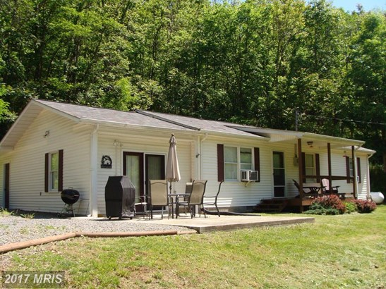 84 Turkey Foot Drive, Cabins, WV - USA (photo 1)
