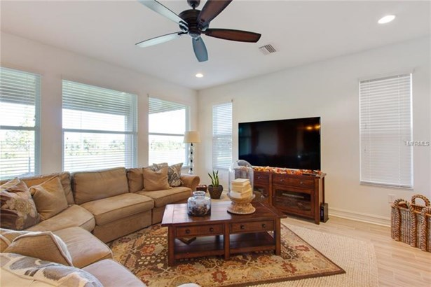 Single Family Home, Spanish/Mediterranean - WESLEY CHAPEL, FL (photo 5)