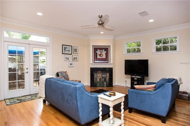 Single Family Residence, Traditional - TAMPA, FL (photo 5)