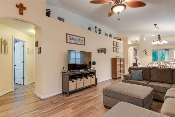 Single Family Residence, Contemporary - WESLEY CHAPEL, FL (photo 4)