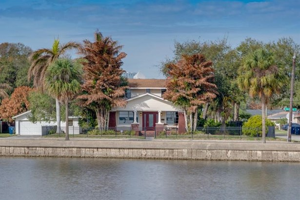 Single Family Home, Bungalow,Elevated - TAMPA, FL (photo 1)