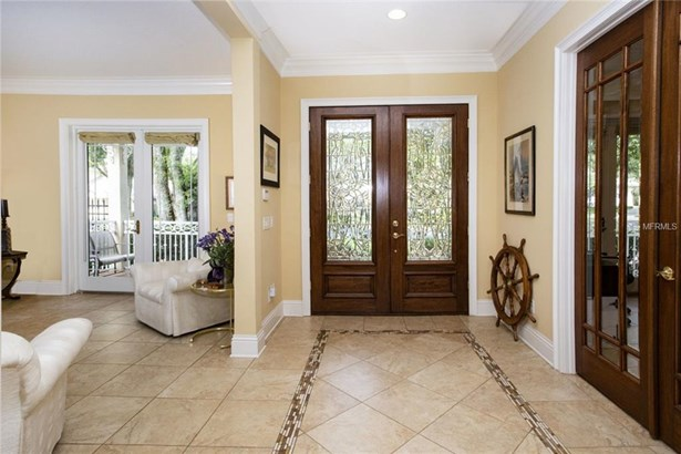 Single Family Residence, Traditional - TAMPA, FL (photo 3)