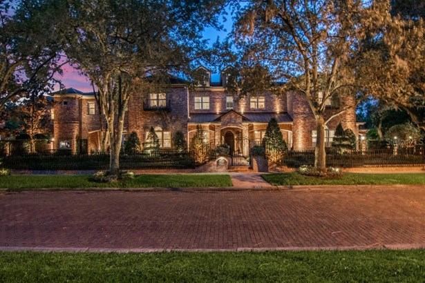 Custom,Traditional, Single Family Residence - TAMPA, FL