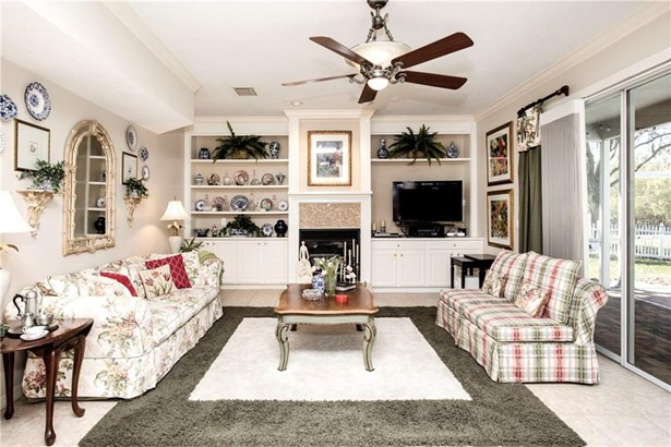 Single Family Residence, Traditional - LUTZ, FL (photo 5)