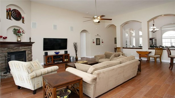 Single Family Residence, Traditional - WESLEY CHAPEL, FL (photo 5)