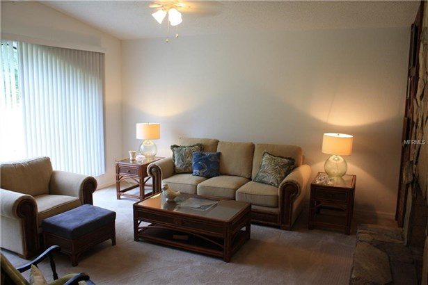 Single Family Residence, Traditional - SPRING HILL, FL (photo 2)