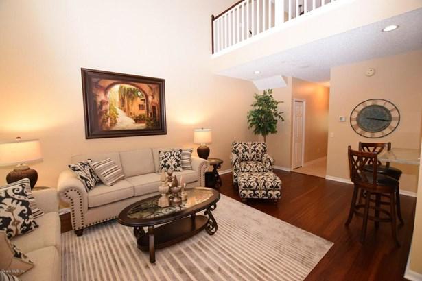 Condominium - Lady Lake, FL (photo 2)