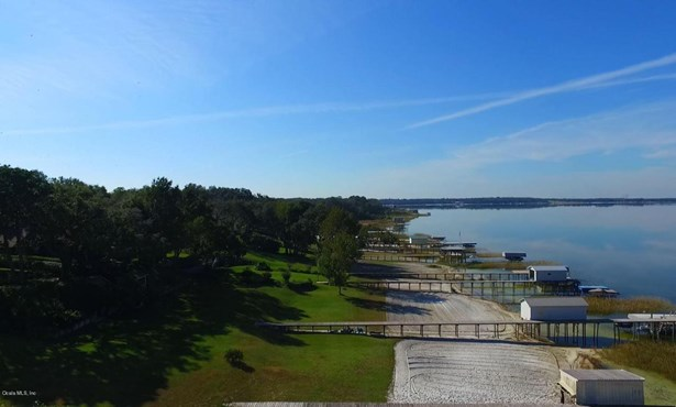 Single Family Waterfront - Weirsdale, FL (photo 4)