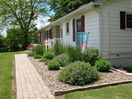 Landscaping (photo 3)