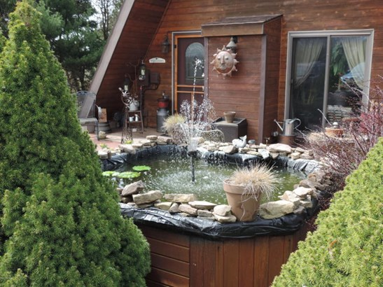 pond/fountain (photo 3)