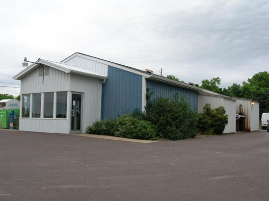 555 RIVERHILL DRIVE LOCATION IS LOCATED ON A ROUTE WITH HIGH TRAFFICE COUNT. (photo 3)