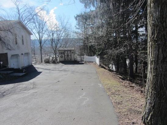 paved driveway (photo 5)