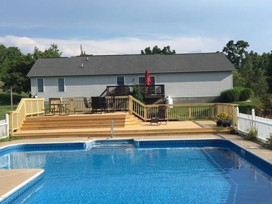 Large in-ground pool with deck (photo 4)