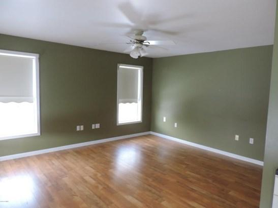 3 windows, ceiling fan (photo 3)