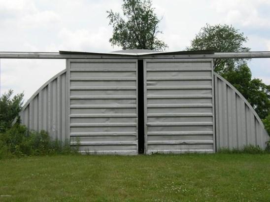 40 X 100 DIRT FLOOR (photo 1)