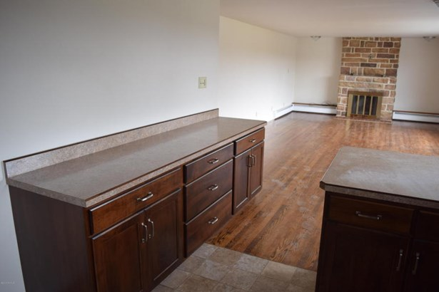 Extra cabinets (photo 4)