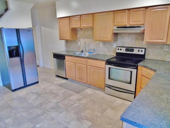 Comes with refrigerator, stove/range, & dishwasher! (photo 5)