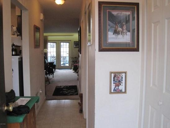 Welcoming foyer (photo 3)