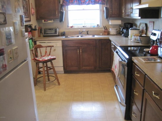 Kitchen with lots of counter space. (photo 4)