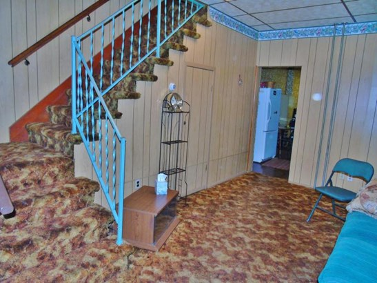 steps to 2nd floor; room between living room & kitchen. (photo 5)
