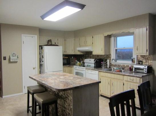 Large kitchen with island (photo 4)
