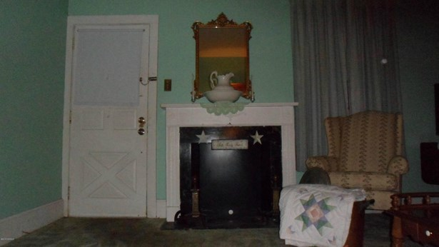 Another view of living room (photo 5)