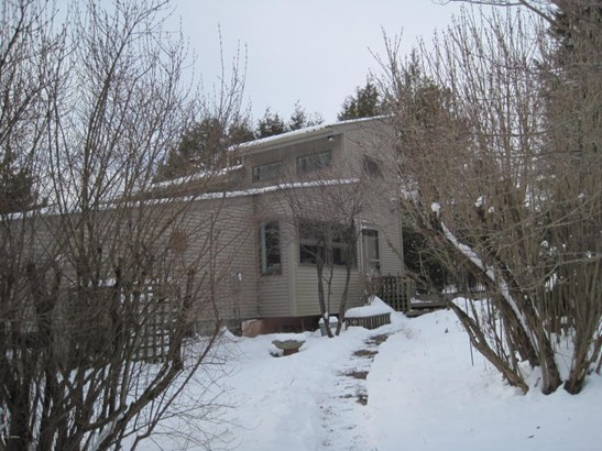 Contemporary home on 1.45 acres (photo 2)