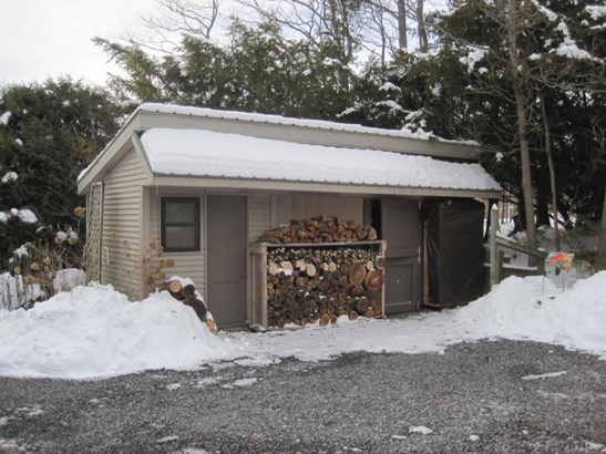 Shed for storage (photo 4)