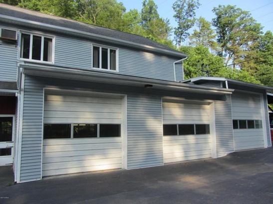 3 large garage doors (photo 3)