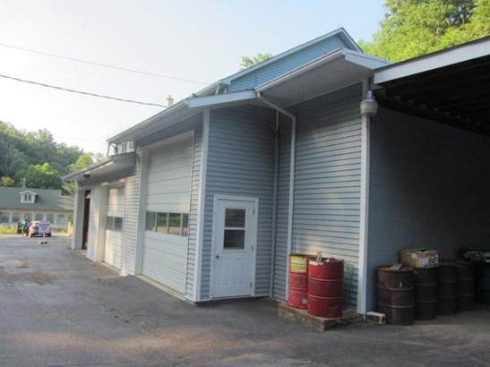Garages (photo 4)