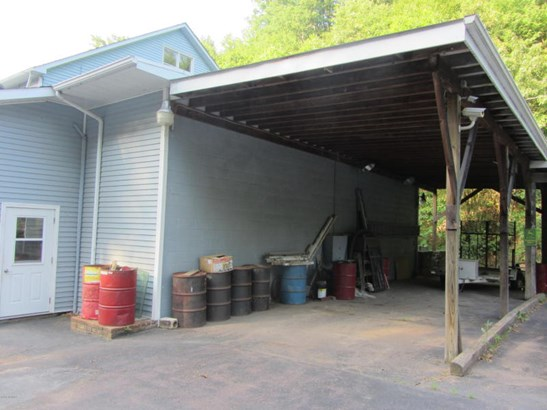 Large carport area (photo 5)