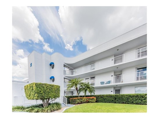 Attached Home - Sebastian, FL (photo 4)