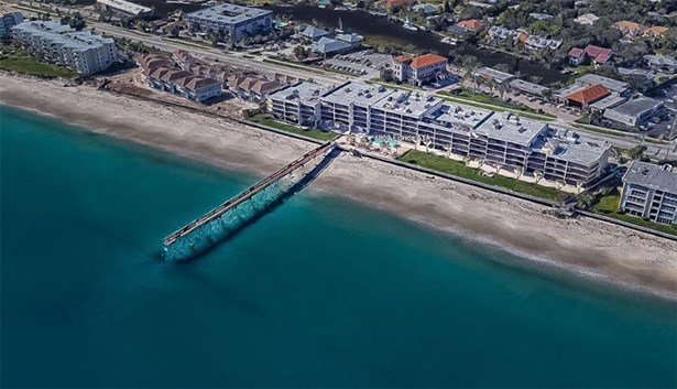 Attached Home,Corner - Vero Beach, FL
