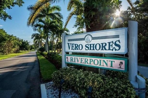 Detached Home - Vero Beach, FL (photo 4)