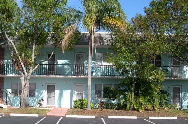 Attached Home - Fort Pierce, FL (photo 1)