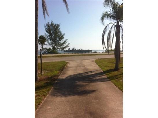 Detached Home - Micco, FL (photo 5)
