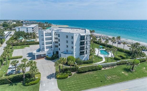 Attached Home,Corner,Exterior Walkway,Lobby - Vero Beach, FL