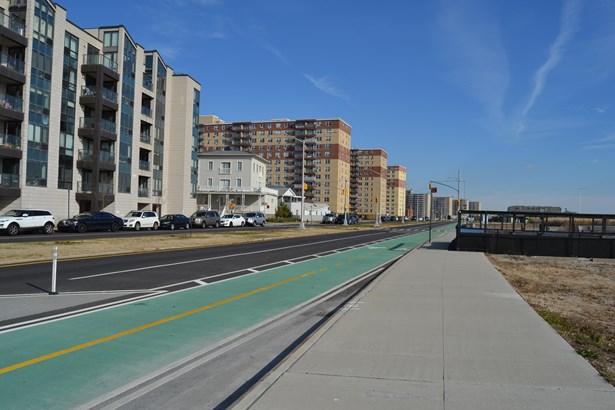 91-16 Shore Front Parkway 2c, Rockaway Beach, NY - USA (photo 5)