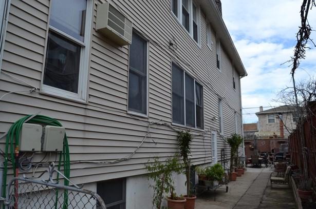 3925 Lyme Avenue, Brooklyn, NY - USA (photo 2)