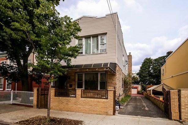 695 Ashford Street, Brooklyn, NY - USA (photo 1)